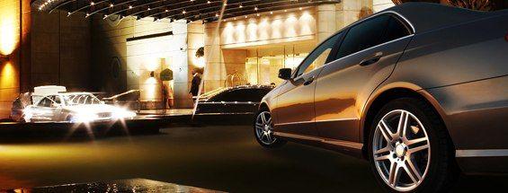 حجز الفنادق والسيارات عبر emirates.com