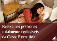 Relaxe nas poltronas totalmente reclináveis da Classe Executiva