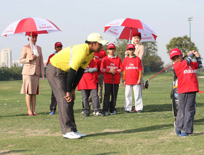 Anirban Lahiri giving golfing tips at the Emirates Golf Clinic