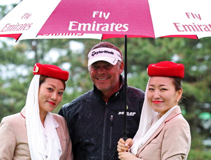 Darren Clarke with Emirates crew at the pro am