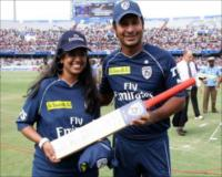 Emirates Facebook winner receiving a signed Deccan Chargers bat from team captain Sangakarra